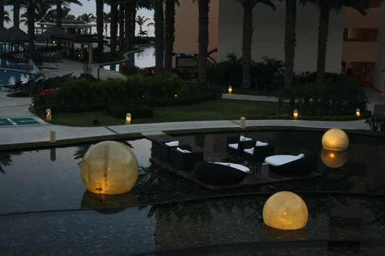 Barcelo Los Cabos Palace Deluxe:                   Resort in the evening
