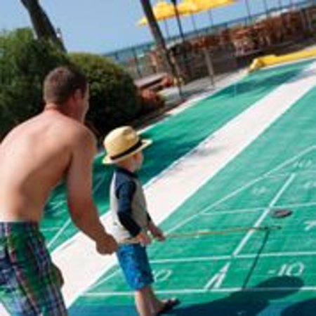 Compass Cove Oceanfront Resort: Shuffledboard