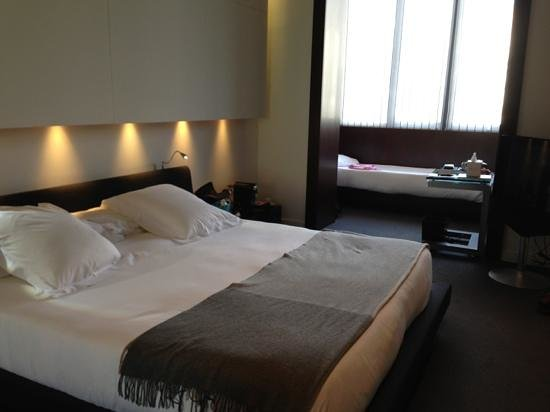 Sixtytwo Hotel: triple room (all at back of the hotel)