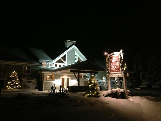 Sugar Lodge at Sugarbush: Snowy Lodge