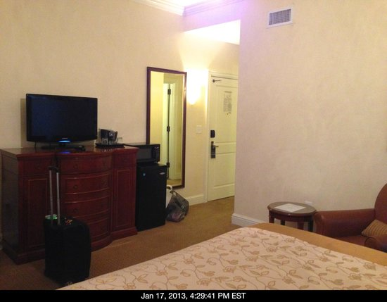 The George Washington A Wyndham Grand Hotel:                   Room view from RH head of bed