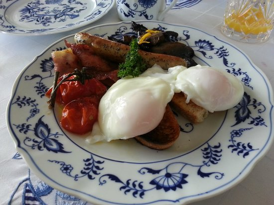 Pacific View B&B:                   Picture Perfect Breakfast