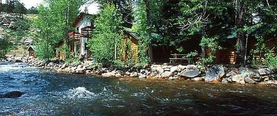 Swiftcurrent Lodge On The River