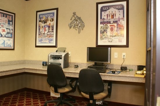 Comfort Inn &amp; Suites Texas Hill Country: Business Center