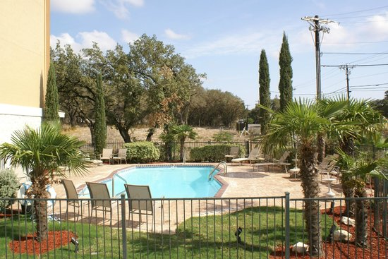 Comfort Inn &amp; Suites Texas Hill Country: Pool