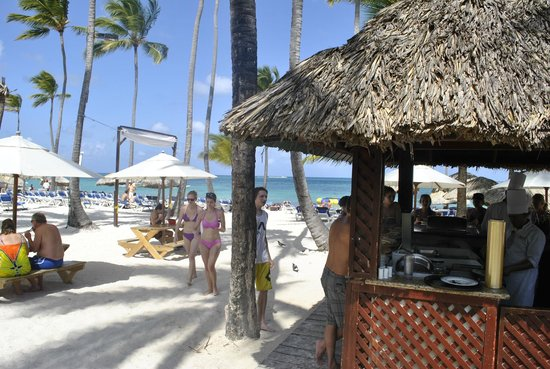 Dreams Palm Beach Punta Cana:                                     Beach Area met Luch BBQ
