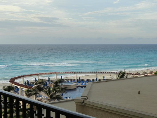 Marriott CasaMagna Cancun Resort:                   Awesome view! Most beautiful beach I have ever seen
