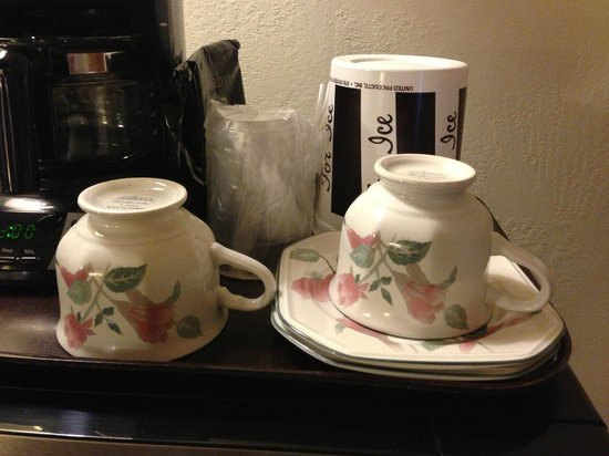 Sundown Inn:                   Very cute teacups
