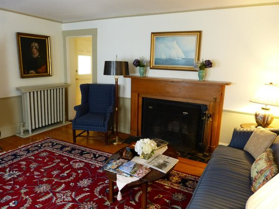 The Carlisle House Inn :                   Main floor living room
