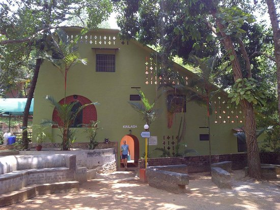 Sivananda yoga vedanta dhanwantari ashram building where double rooms
