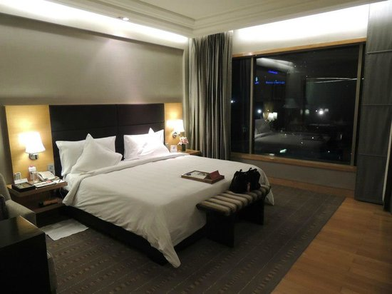 Crowne Plaza Hotel Gurgaon:                   Main room in Suite