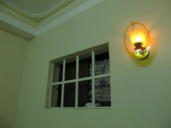 Dalat Green City Hotel:                   is it a window? vi pare una finestra?