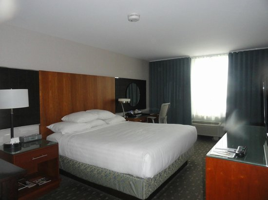 Hyatt Regency Newport :                   The Commodore Suite Bedroom