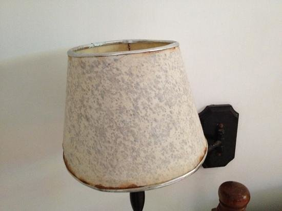 Hotel Royal Beach:                   mouldy lamp / and the walls were too