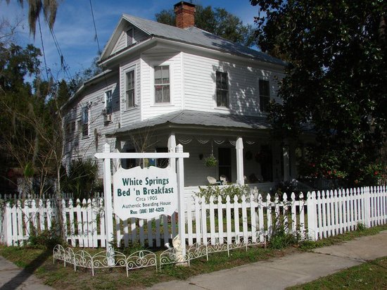 ‪White Springs Bed and Breakfast‬