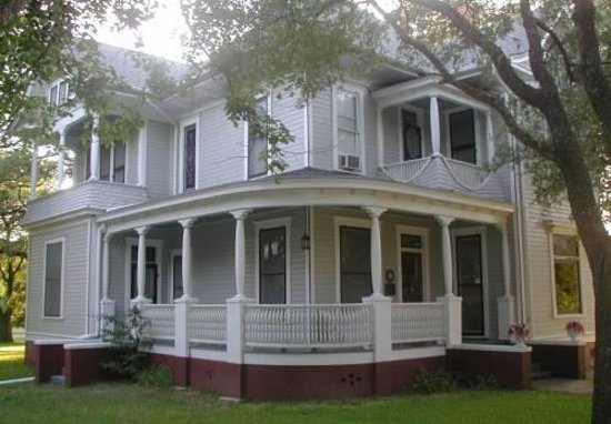 Pin Oak Bed & Breakfast
