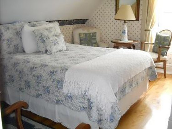 romantic getaway review of heritage home bed and breakfast north sydney nova scotia. Black Bedroom Furniture Sets. Home Design Ideas