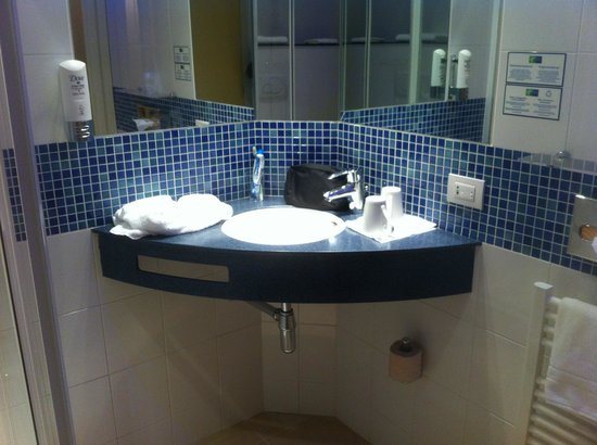 Holiday Inn Express Milan-Malpensa Airport :                   Bagno