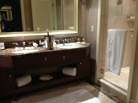 The Ritz-Carlton, Denver:                   Beautiful bathroom
