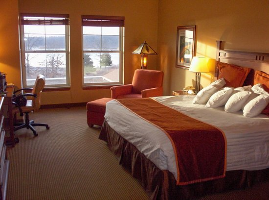 Honey Creek Resort State Park:                   King size room