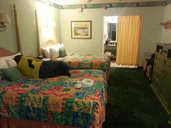 Disney&#39;s Caribbean Beach Resort:                   cuarto habitacin edificio Martinique #22