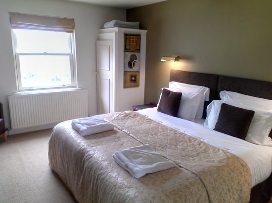 The King's Head Hotel: king size room