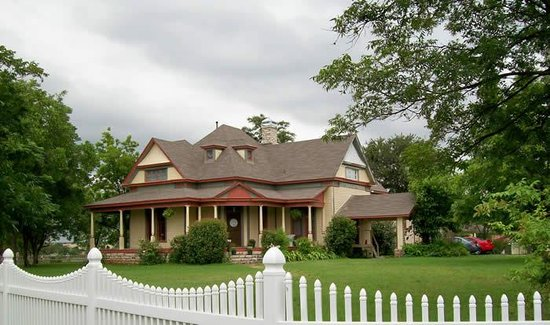 Photo of Baker St. Harbour, Waterfront Bed and Breakfast Granbury