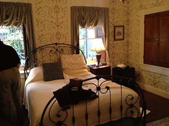 King George IV Inn:                   Our room 1B
