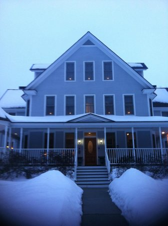Maple Leaf Inn:                   Driving up the driveway to the inn is a beautiful sight to see!