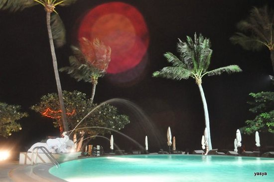 Iyara Beach Hotel &amp; Plaza:                   in the night