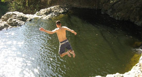 Montezuma, Costa Rica: Jumping into our waterfall