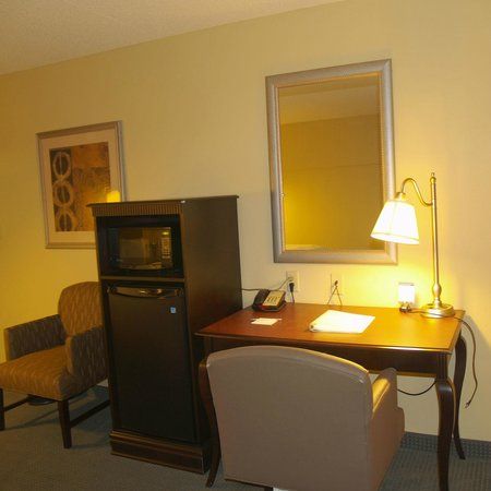 Hampton Inn Fairhope: Work Station in Guestroom
