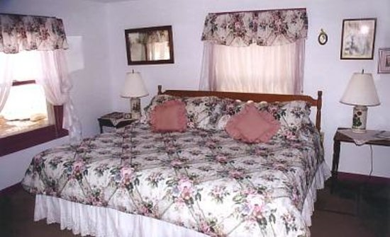 Shearer Hill Farm B&amp;B: Bedroom in Carriage House
