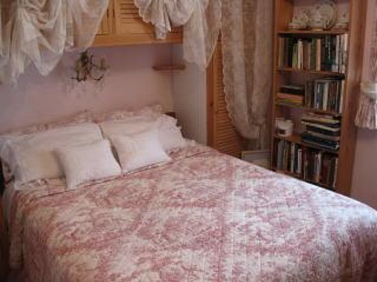 Sanctuary Bookshop and Booklover's B&B