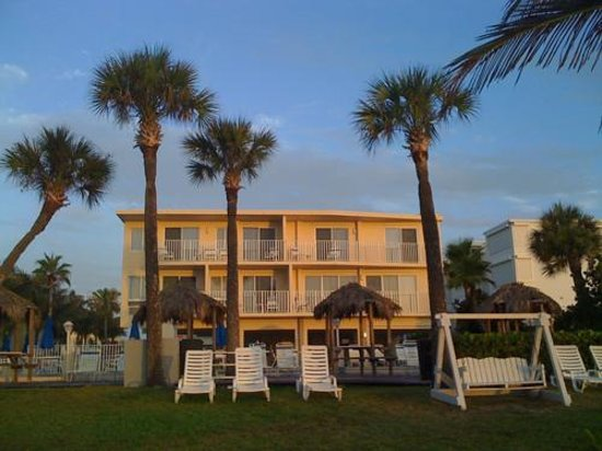 Aquarius Oceanfront Resort Photo