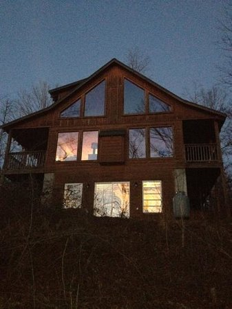Blue Creek Cabins:                                     cabin on sunset lake
