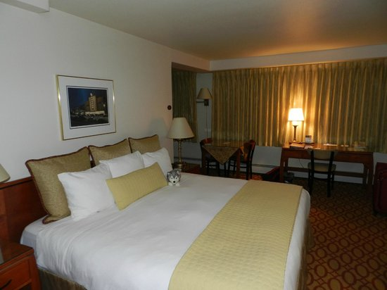 Anchorage Grand Hotel :                   Bed, table in back