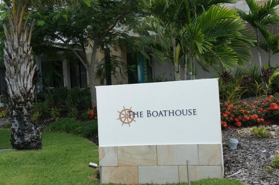 Boathouse Apartments by Outrigger:                   Sign