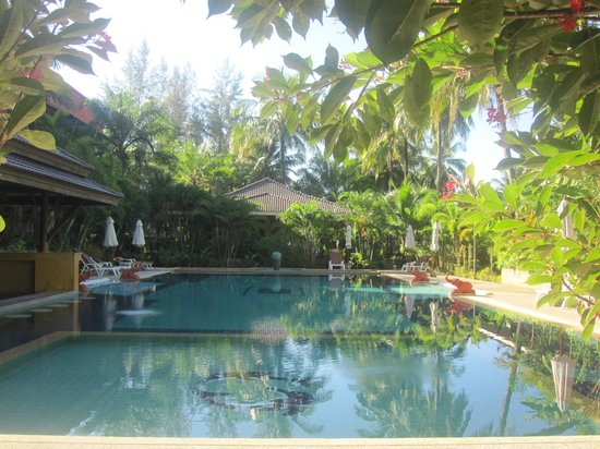 Sudala Beach Resort:                   piscine face aux appartements