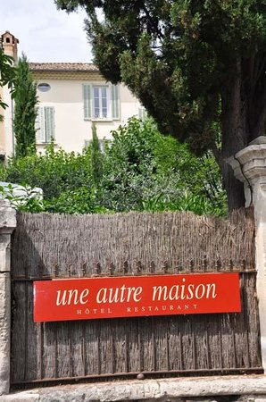 Une Autre Maison