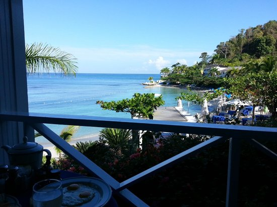 Round Hill Hotel &amp; Villas:                   View from Restaurant