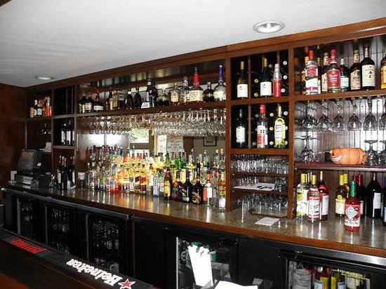 Charlies Place Restaurant & Lounge: Join us on the weekend.