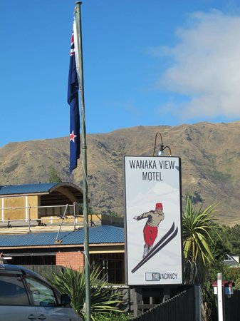 Wanaka View Motel:                   Sign of the Motel