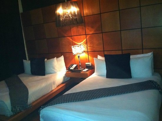 Chesterfield Hotel:                   Great room