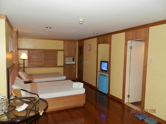 The Mabuhay Manor:                   Very spacious room