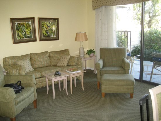 Palm Springs Tennis Club:                   Living Room