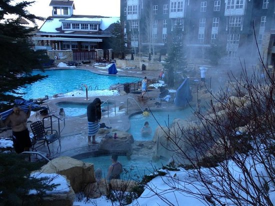 Marriott's MountainSide:                   Pool and Jacuzzi area