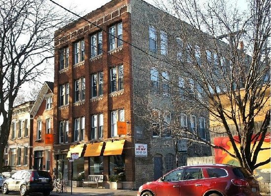 Urban holiday lofts chicago il hostel reviews for Hotels in bucktown chicago il