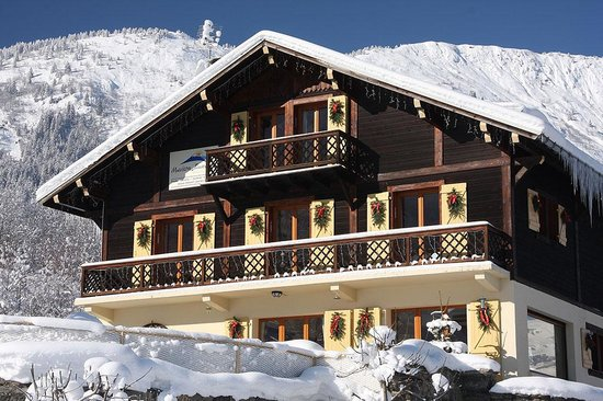 Maison jaune ski chalet les houches france lodge for French chalet house plans