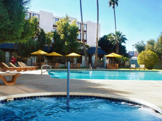 Camelback Sahara Hotel: Resort pool & Spa